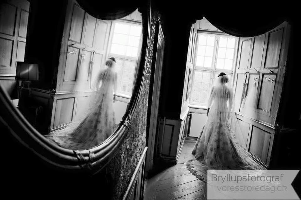 brude ved vinduet