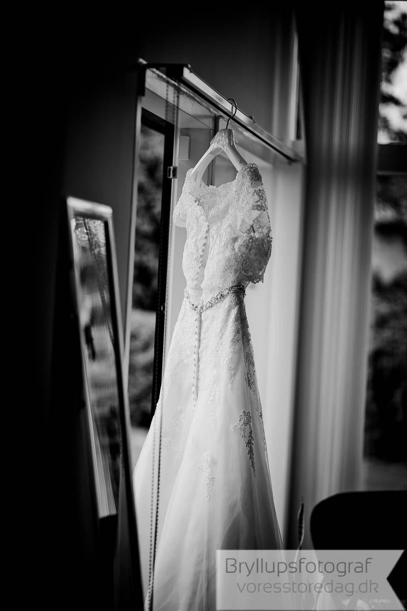 brudekjole-sort-hvid