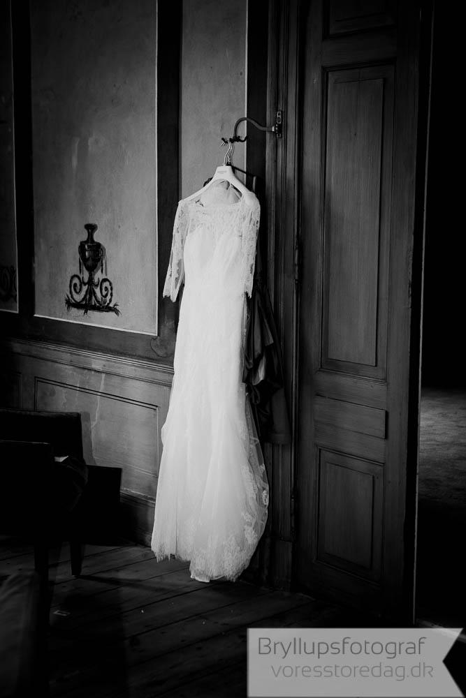 brudekjole sort hvid