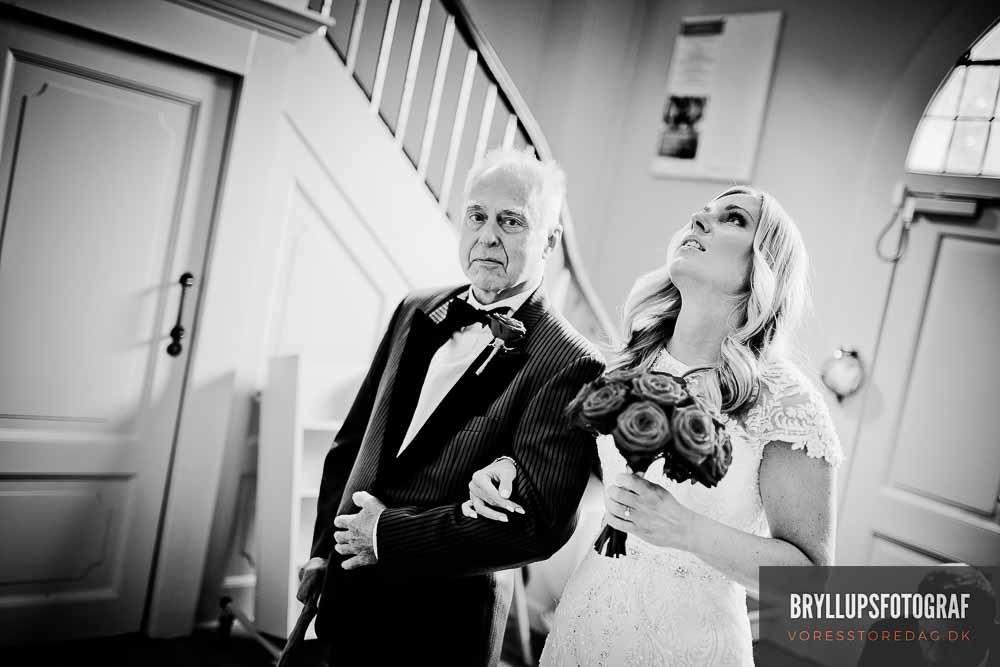 bryllupsfoto i våbenhus