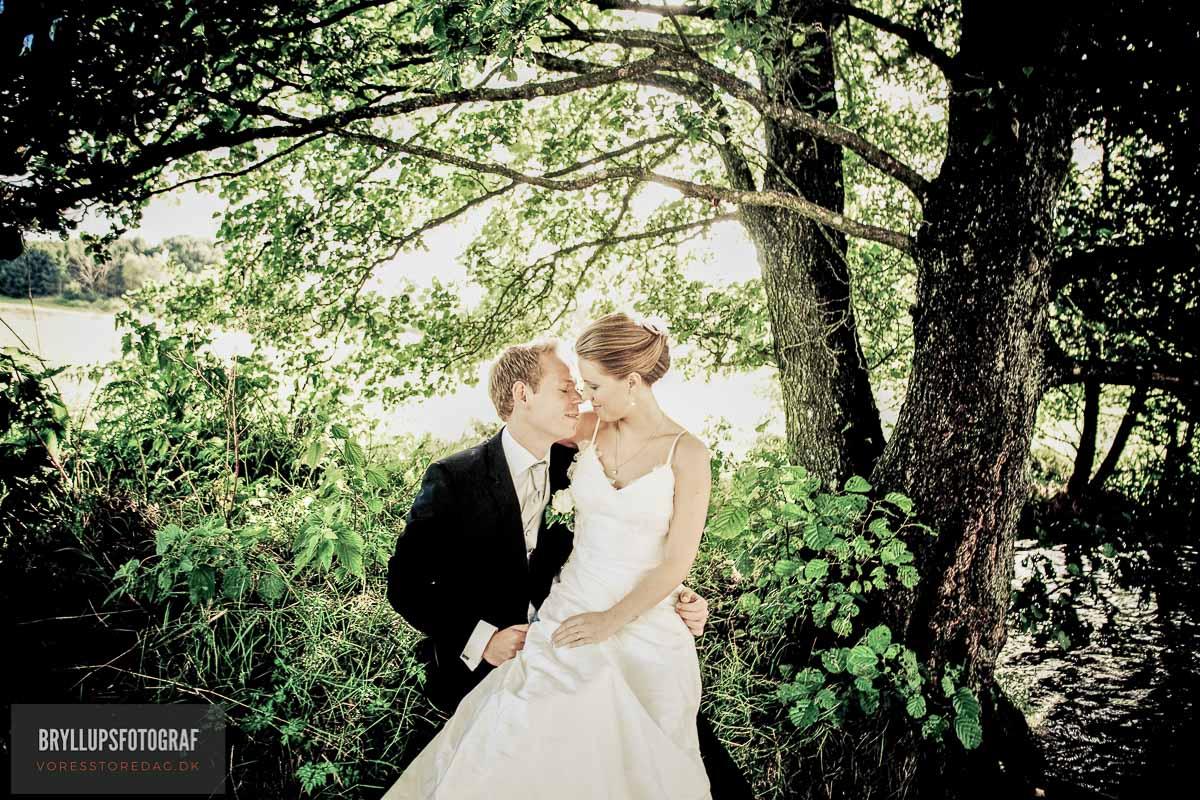 brudepar portræt i skov