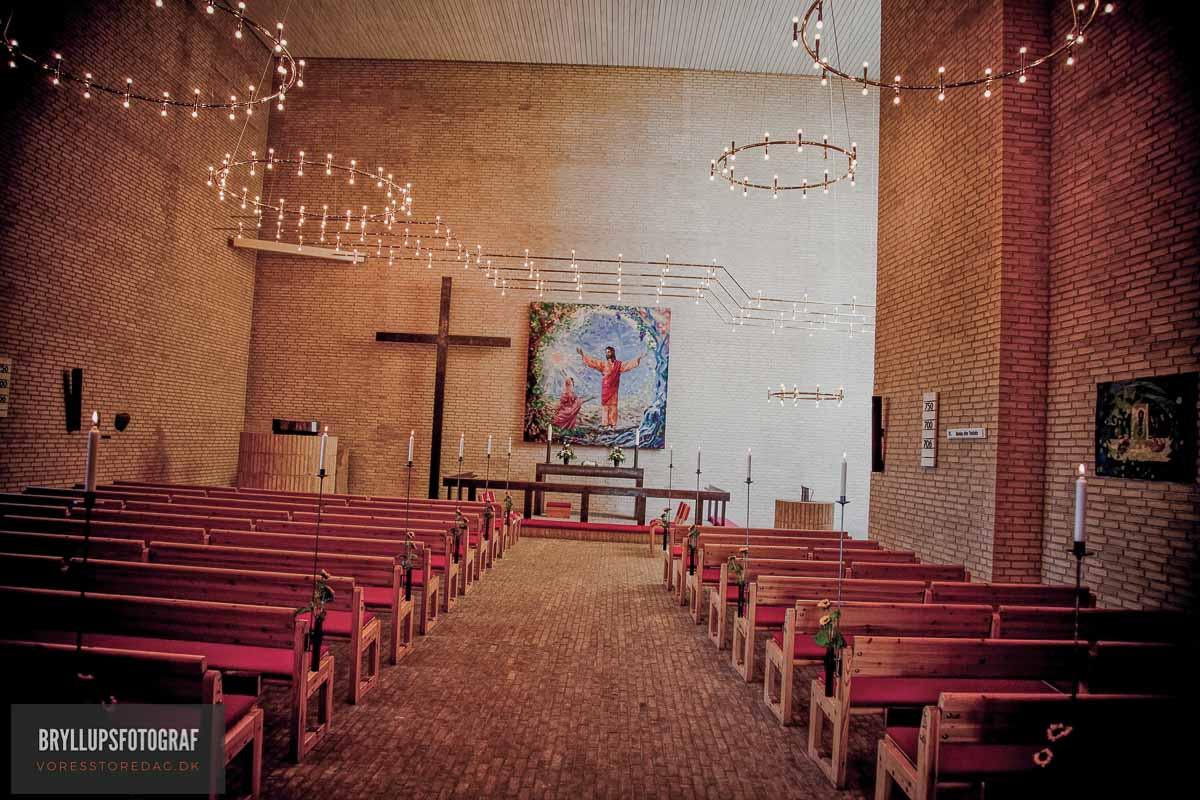 inde i kirken bryllup